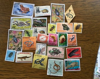 25 snakes, reptiles, beetles, insects colorful postage stamps for collage, scrapbooks collecting philately. B9