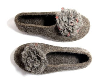 Felted wool slippers Felt Roses, Wool House Shoes Natural wool Felt Flowers, Beige brown, Winter Wedding gifts Gift for Moms to be Birthday