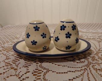 Vintage Polish Pottery Salt and Pepper Set  -  Boleslawiec Pottery Set  -  18-010