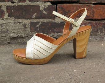 1970s Latinas Wood Heel Sandals, Size 9M