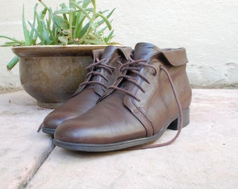 Vintage Womens Size 9 St Johns Bay Boots Brown Leather Ankle Boots Bootie Booties Classic Preppy Shoes Fall Fashion Moto Biker Combat Boots