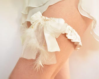 Off white silk bridal garter, feathers - size small