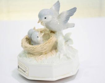 "Vintage Bird Music Box by Otagiri Japan, Baby Birds in Nest & Mom or Dad Feeding Them, Grey Blue White ""I'd Like to Teach the World to Sing"""