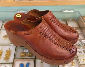 Vintage 60s / 70s Wooden Leather Clogs by Bambergers  US Size 8 B (may also fit like 7 1/2)  Made in Brazil