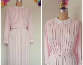 1970's Edwardian Romantic Vintage Pastel Pink Sheer Pleated Dress With Peterpan Lace Collar Size 8