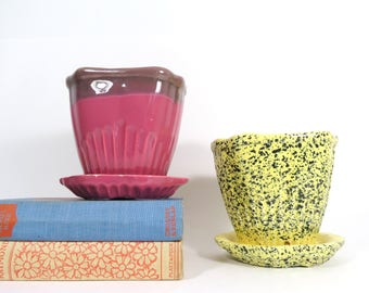 Pair of Vintage Planters // Retro Matching Pottery Flower Pots Set with Attached Saucer Bases R. R. P. Co. Roseville Ohio 414-5 Pink Yellow