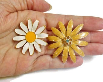 Daisy Pins Flower Brooch White Beige Gold Small Pretty Set of 2 Costume Jewelry, Daisy Pins