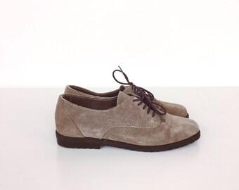 Vintage Retro Minimalist Beige Suede Lace Up Oxford Flats Shoes // Women's size 5.5 6