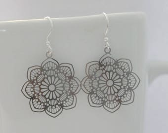 Silver filigree flower earrings, simple boho pendant earrings, elegant gift or ready for every day wear earrings
