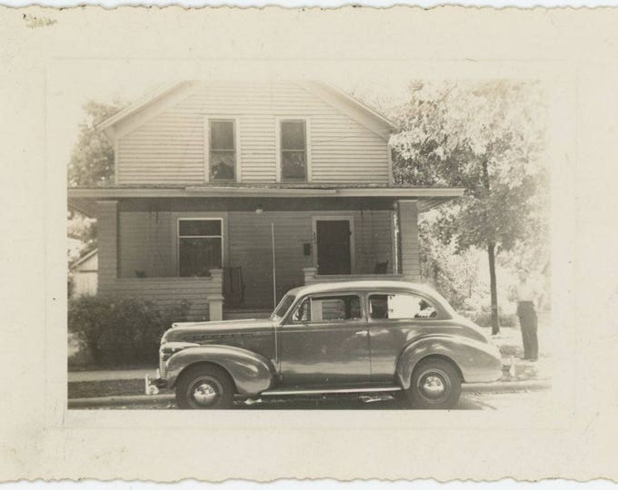 Vintage Snapshot Photo: 1940 Chevrolet Special Deluxe (712631)