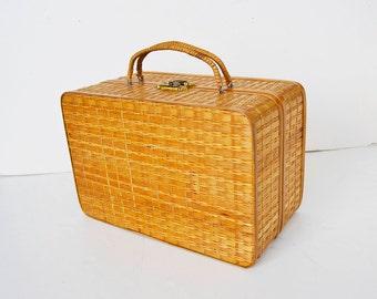 Wicker bag, wooden bag
