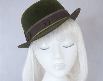 Green Tilt Bowler. Vintage Style Perching Hat. Women's Fall Fashion. Ladies Millinery. Autumn Hat. Hand Blocked Velour Felt. Women's Derby.