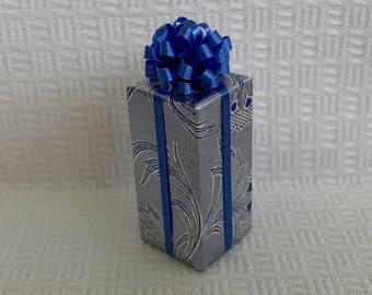 Pennsylvania Dutch Tulip Package Blue on Silver