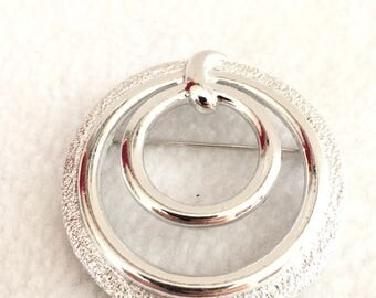 Vintage Sarah Coventry Silver Tone Round Brooch/Pin  Costume Jewelry