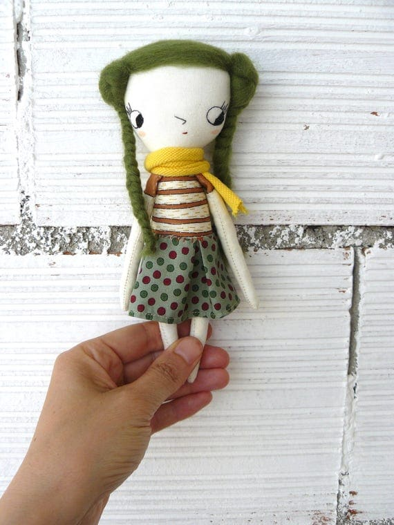 Tiny Art doll. Caty number 4. Embroidered and painted. Merino wool hair. Big eyes. 19 cm