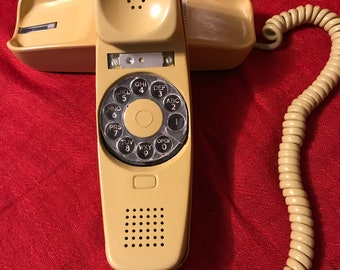 Retro Dial Telephone/Slenderet/1970s/Autumn Gold Yellow/Rotary Phone/Stromberg Carlson/Curly Cord