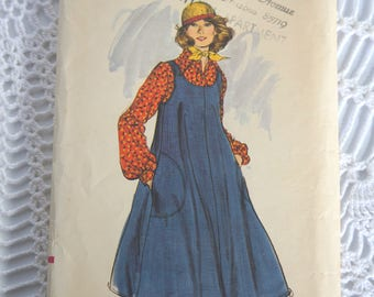 Vintage 1970's Vogue 9309 Sewing Pattern- Misses' A-Line Dress and Blouse Size 10 Bust 32.5 UNCUT