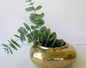Vintage Hammered Brass Pot -  Classic Mid Century Hammered Brass Planter - Hollywood Regency - Brass Planter -