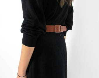 """Cognac leather V belt with buckle in the back / M / 29"""" waist to 32 1/2"""" waist / brown 80s belt medium width 1 1/2"""" simple"""