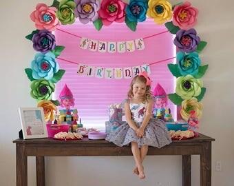 Trolls - Happy Birthday banner - Poppy - Rainbow - Flowers