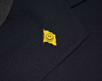 Smiley Face Flag Pin / Tie Tac / Lapel Pin Have a Nice Day