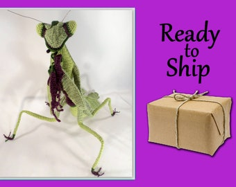 Giant Praying Mantis // Ready to Ship // Crochet statue // bugs // insects  // Stagmomantis carolina // bug lover // unique gift