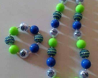 Hawks chunky bead necklace and bracelet set