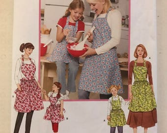 Simplicity 3949 - Mother and Daughter Matching Apron with Heart Bib and Pockets Option - Size S M L