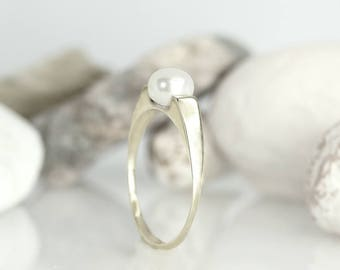 Pearl ring, Pearl engagement ring, Flat pearl ring, Pearl wedding ring, white gold solitaire pearl ring, Solid gold ring, Personalized ring