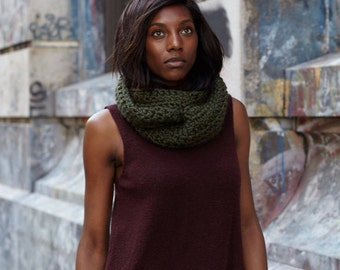Infinity Scarf / Chunky Knit Circle Scarf / Custom Color // THE RYAN Free Shipping Holiday Gifts for Women