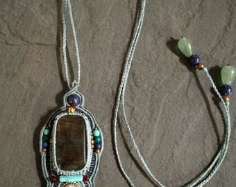 Pendant macrame and gemstones