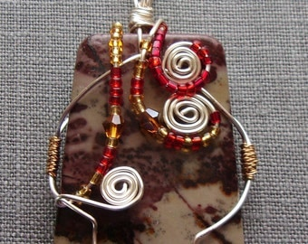 Wire wrapped stone agate pendant