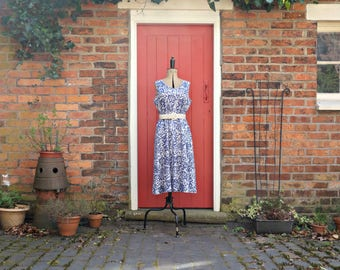 80 does 50s dress / 1980s summer dress / floral print cotton dress by Heather Valley / blue and white sun dress / vintage sundress
