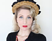 vintage 1930s hat / Halo style / Straw and Taffeta / Red Geraniums / Ruffles