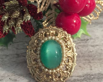 Vintage Coro Brooch Green Stone Gold-tone Filigree, Vintage Jewelry, Tiny Pearls, Oval Brooch, Coro Jewelry, Estate Brooch for Mom
