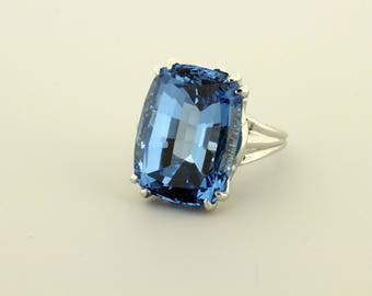 Alluring 14K Gold London Blue Topaz Ring