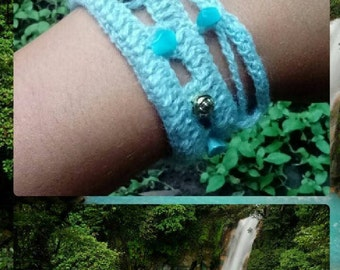 Bracelet woven of celestial wool with natural stones turqueza and green beads inspired by Rio Celeste Costa Rica