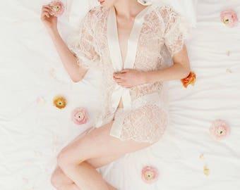 Tulip French lace & silk bridal kimono robe in Ivory