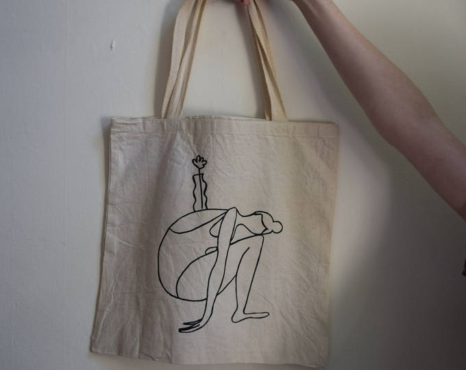 mara b. girl with vase tote.