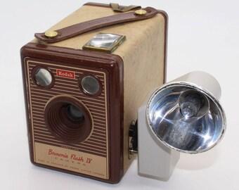 Kodak Brownie Flash IV 620 Film Box Camera with Flashholder 5, bulbs and bag - Beautifully Retro - Good condition & Rare