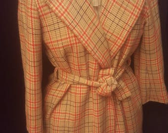 Simply sophisticated Plaid 70s coat