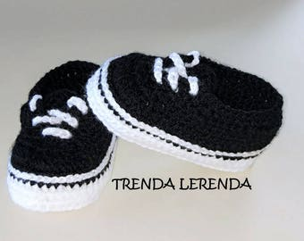 Vans style crochet baby booties. Newborn to 12 months sizes available. Crochet baby sneakers.