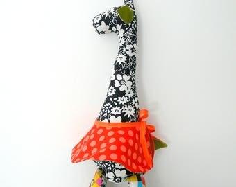 Imogène  la jolie girafe en jupe