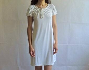 Vintage White Lace Up Collar Night / Sleep Dress