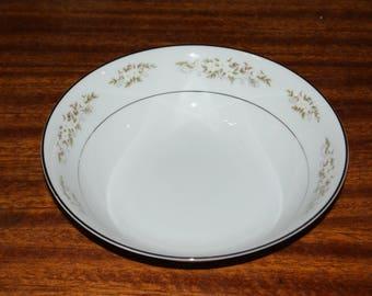 International 326 Springtime 9 inch round serving bowl