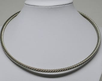 Stunning silver tone choker necklace