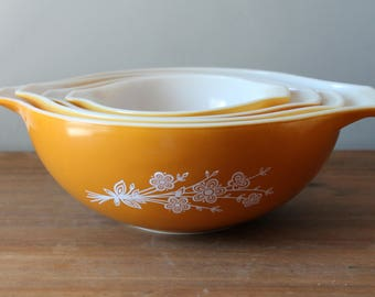 Pyrex Butterfly Gold Cinderella Nesting Mixing Bowls Set of 4