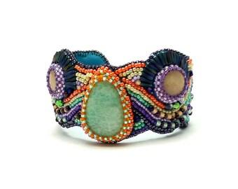 Manchette amazonite brodée multicolore, bracelet rigide brodé, manchette modèle unique