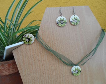 Parure, necklace, earrings, flower ring