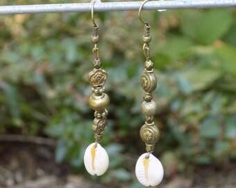 Caru bronze dangle earring